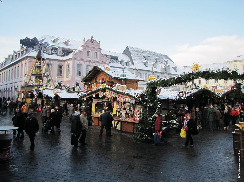 Weihnachtsmarkt In Trier.Roland Zemp Carreisen Trier